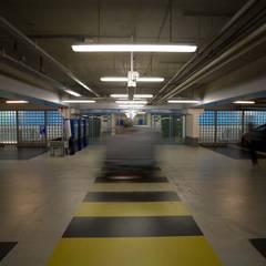 LEDwand / lichtkunst parkeergarage:  Winkelcentra door INsides lichtontwerp