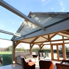 Green Barn:  Conservatory by IQ Glass UK