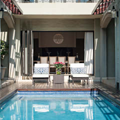 Pool Deck Area: country Pool by Tru Interiors