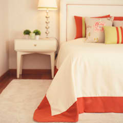 Soft and colorful bedroom, Foz, Porto:   por Perfect Home Interiors