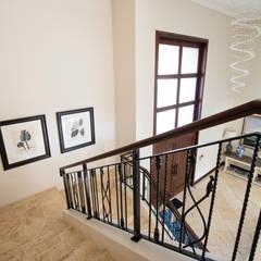 Home in Athol:  Corridor & hallway by Tru Interiors