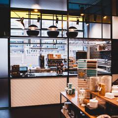 Tom+Konsorten:  Ladenflächen von Andras Koos Architectural Interior Design