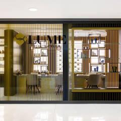 Lume Beauty Atelier:  Commercial Spaces by ARRCC