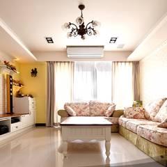 Salas / recibidores de estilo  por iDiD點一點設計