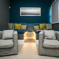 RYDENS ROAD:  Media room by Concept Eight Architects