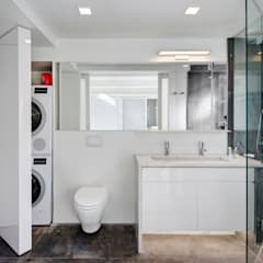 Murray Hill Remodel, New York City:  Bathroom by Lilian H. Weinreich Architects, Modern