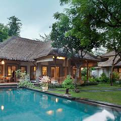 villa tropical : Hoteles de estilo  de Ale debali study