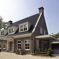 Klassieke woning | Numansdorp:  Huizen door Groothuisbouw Emmeloord