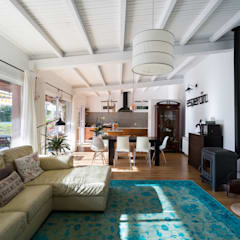 Salon: Salones de estilo  de roomy showroom