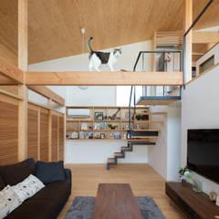 Living room by ろく設計室