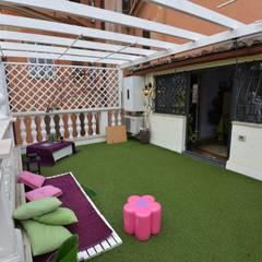 La terrazza giardino: Terrazza in stile  di Studio Fori
