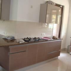 kitchen Gurgaon:  Kitchen by elegant kitchens & Interiors
