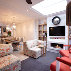 Modern colonial London home:  Living room by Kim H Interior Design, Colonial
