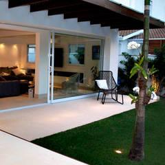توسط RAWI Arquitetura + Interiores مینیمالیستیک