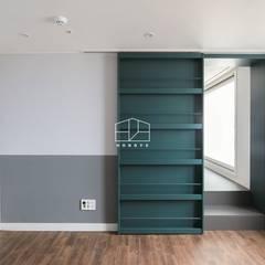 모던한 느낌의 아파트 인테리어_35py: 홍예디자인의  창문