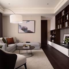 Salas de estilo  por 成綺空間設計