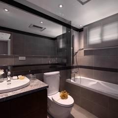 Baños de estilo  por 成綺空間設計