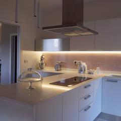 House L+M: Cucina in stile  di SPAZIODABITARE architects