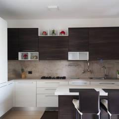 Living 1.0: Cucina in stile  di SPAZIODABITARE architects