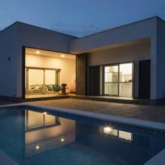 Casa Miranda: Casas de estilo minimalista de FAQ arquitectura