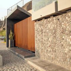 REMODELACION CLUB PACIFICO SUR COSTA VERDE: Bares y Clubs de estilo  por NIKOLAS BRICEÑO arquitecto