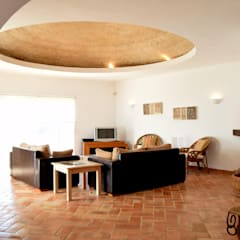Southern traditional dome:  Living room by Engel & Voelkers Vilamoura
