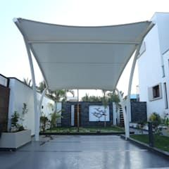 Residence of Mr.agaraj:  Garage/shed by Hasta architects