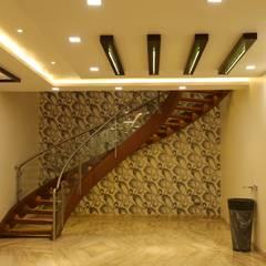 stairs:  Corridor & hallway by Hasta architects