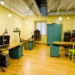 Zona uffici: Studio in stile  di Valentina Farassino Architetto