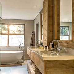 House Auriga:  Bathroom by Swart & Associates Architects