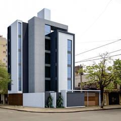 EDIFICIO DE OFICINAS: Estudios y oficinas de estilo  por D'ODORICO OFICINA DE ARQUITECTURA