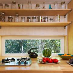 Sol Haus Design | Vina's Tiny House | Ojai, CA:  Küche von Chibi Moku