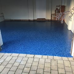Beautiful Cobalt Blue Resin is seamless and looks fantastic:  Garage/shed by Garageflex