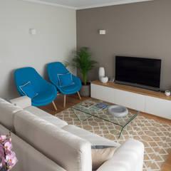 Sala | Depois: Salas de estar  por MUDA Home Design