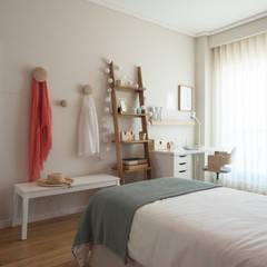 Apartamento em Telheiras - Lisboa: Quartos  por MUDA Home Design,Moderno