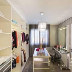 غرفة الملابس تنفيذ Melina Knopp Arquitetura