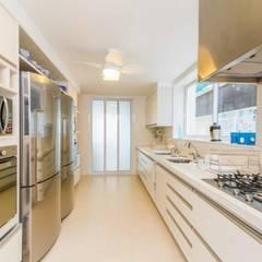 L24: Cozinhas  por Tammaro Arquitetura e Engenharia