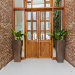 Corridor, hallway by Tammaro Arquitetura e Engenharia