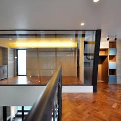 門一級建築士事務所:  tarz Multimedya Odası