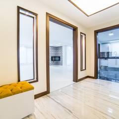 Onn Design – Özer Residence:  tarz Koridor ve Hol, Minimalist Granit
