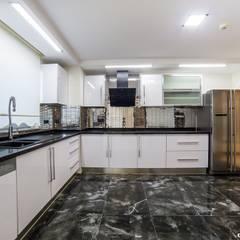 Onn Design – Özer Residence:  tarz Mutfak