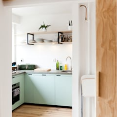 Studio Apartment:  Keuken door Kevin Veenhuizen Architects, Modern Beton