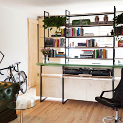 Studio Apartment:  Woonkamer door Kevin Veenhuizen Architects, Modern Hout Hout