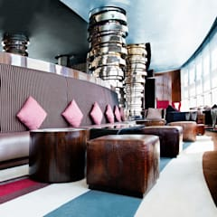 Eclectic Bar/Restuarant:  Bars & clubs by Gracious Luxury Interiors