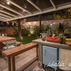 Terrace by IDALIA DAUDT Arquitetura e Design de Interiores