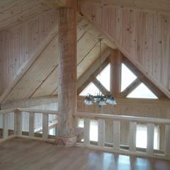 18평 소형 통나무집: 보국주택의  베란다