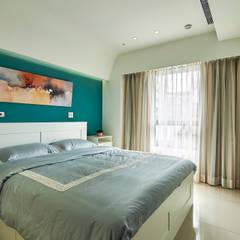 如沐春風,就愛淺藍調的幸福味~木柵-林公館:  臥室 by 青瓷設計工程有限公司
