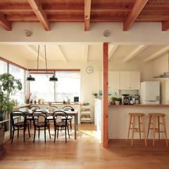 scandinavian Dining room by こぢこぢ一級建築士事務所
