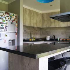 Casa GR / Valdivia: Cocinas de estilo  por Smartlive Studio