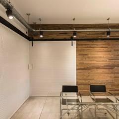 Oficinas La Santa Teresita: Estudios y oficinas de estilo  por TC Estudio